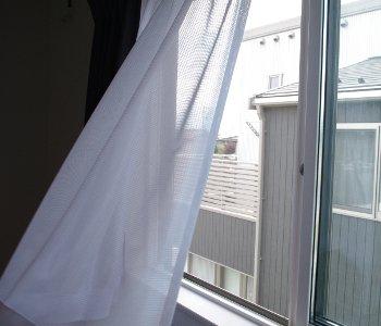 網戸を新しく張り替えて、涼しい風を楽しもう