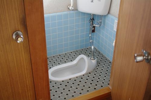リフォーム前の女性用トイレ